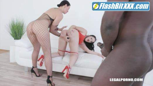 Afina Kisser, Kizzy Six, Joachim Kessef - Kinky fisting fucking with Afina Kisser, Kizzy Six IV327 [SD 480p]