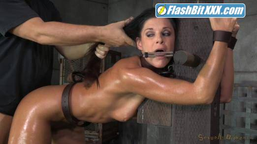 India Summer, Matt Williams, Jack Hammer - Stunning MILF India Summer belted down to a post and bred! [HD 720p]