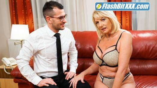 Milf Amy - Room Service With Extras [FullHD 1080p]